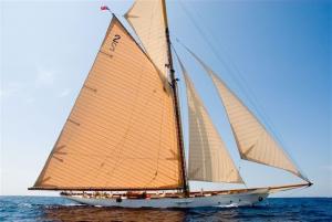 La GdF riporta in Italia Yacht da regata d'epoca