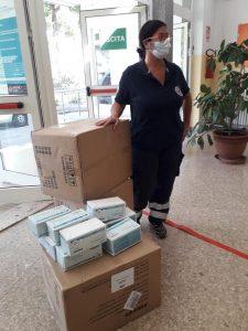 Covid, i volontari Aeopc consegnano le mascherine agli istituti scolastici