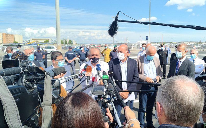 """Inaugurato all'aeroporto internazionale """"Leonardo Da Vinci""""  il drive-in per test e tamponi più grande d'Italia"""