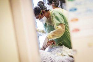 Più morti in terapia intensiva con doppio danno ai polmoni