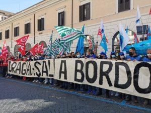 Crisi Alitalia: lavoratori e amministrazione ancora in piazza