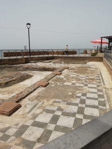 Ladispoli, ripulito il mosaico sul lungomare Marina di Palo
